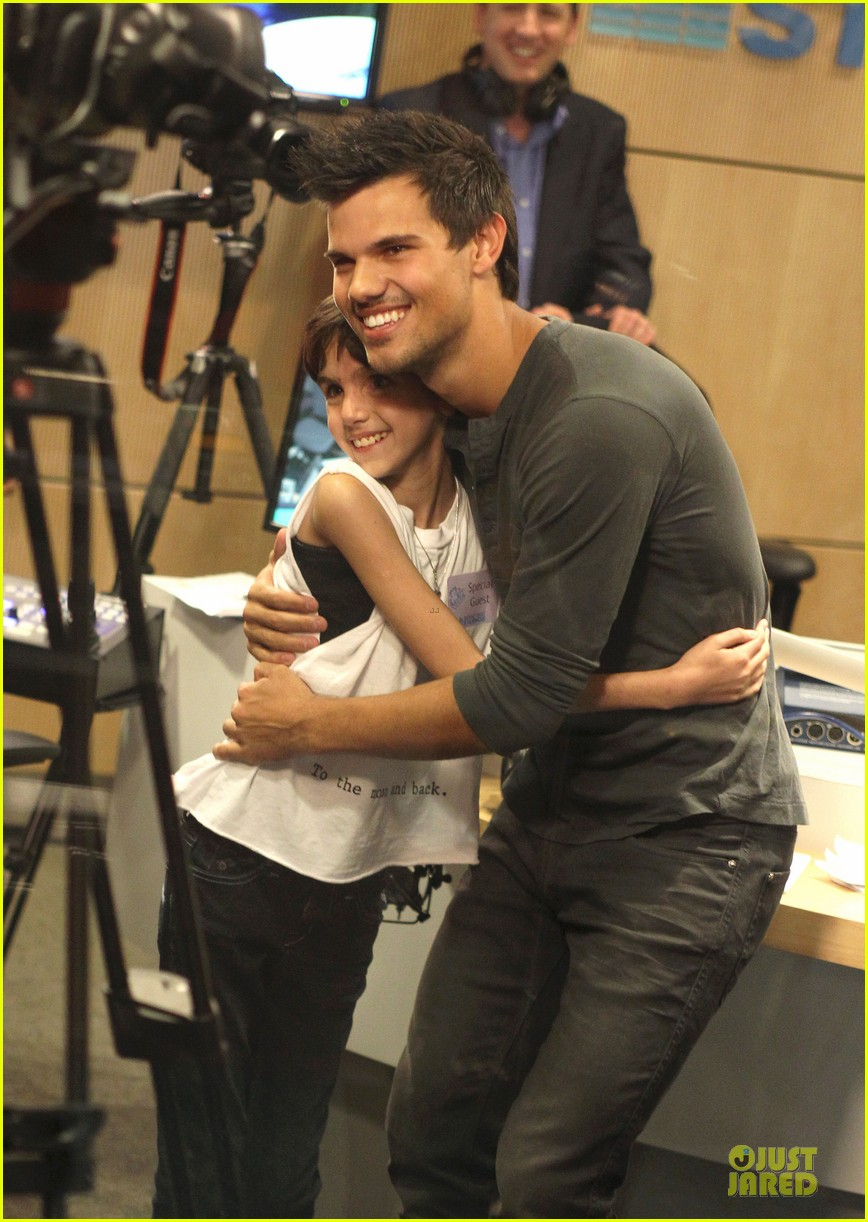 taylor lautner has a good heart raves ryan seacrest 012835951