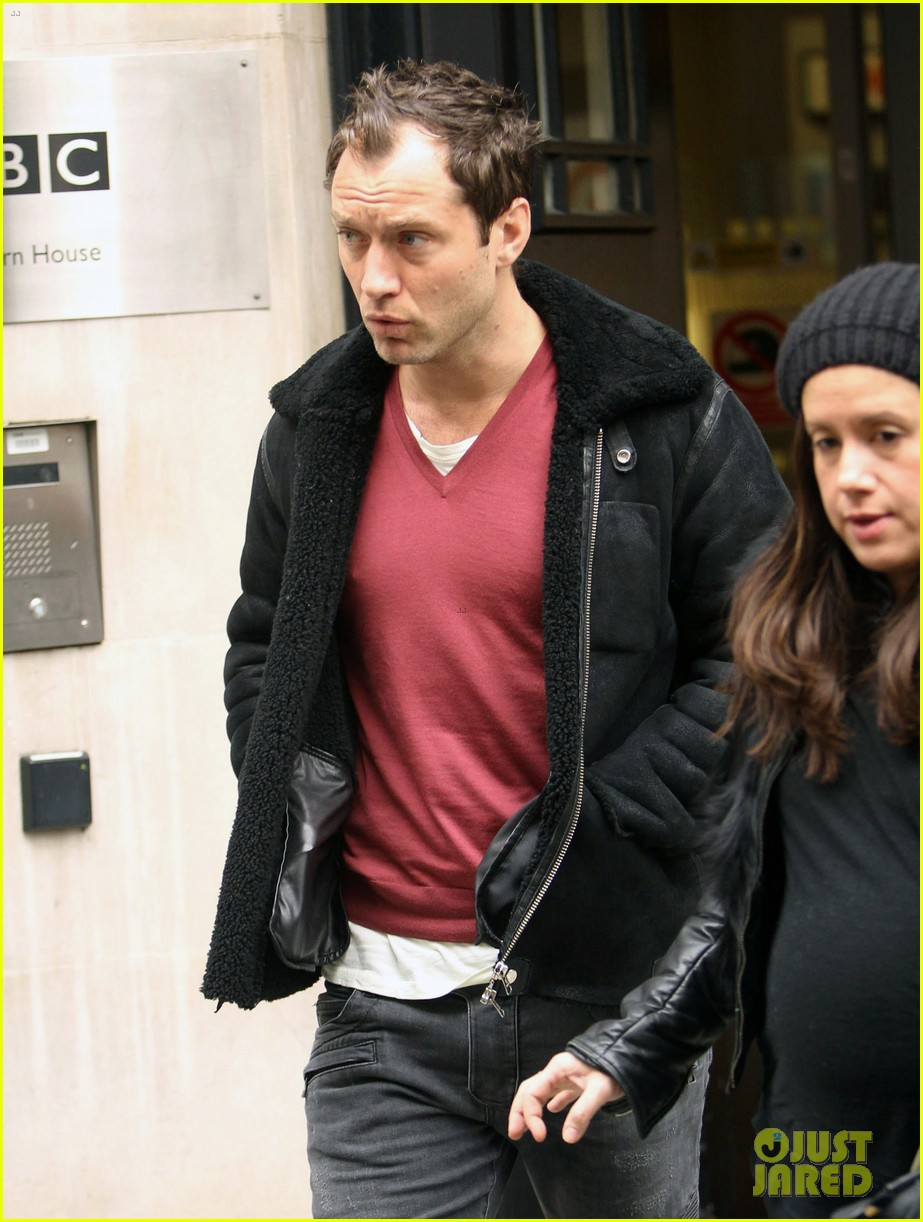 jude law bbc radio 2 stop 042823171