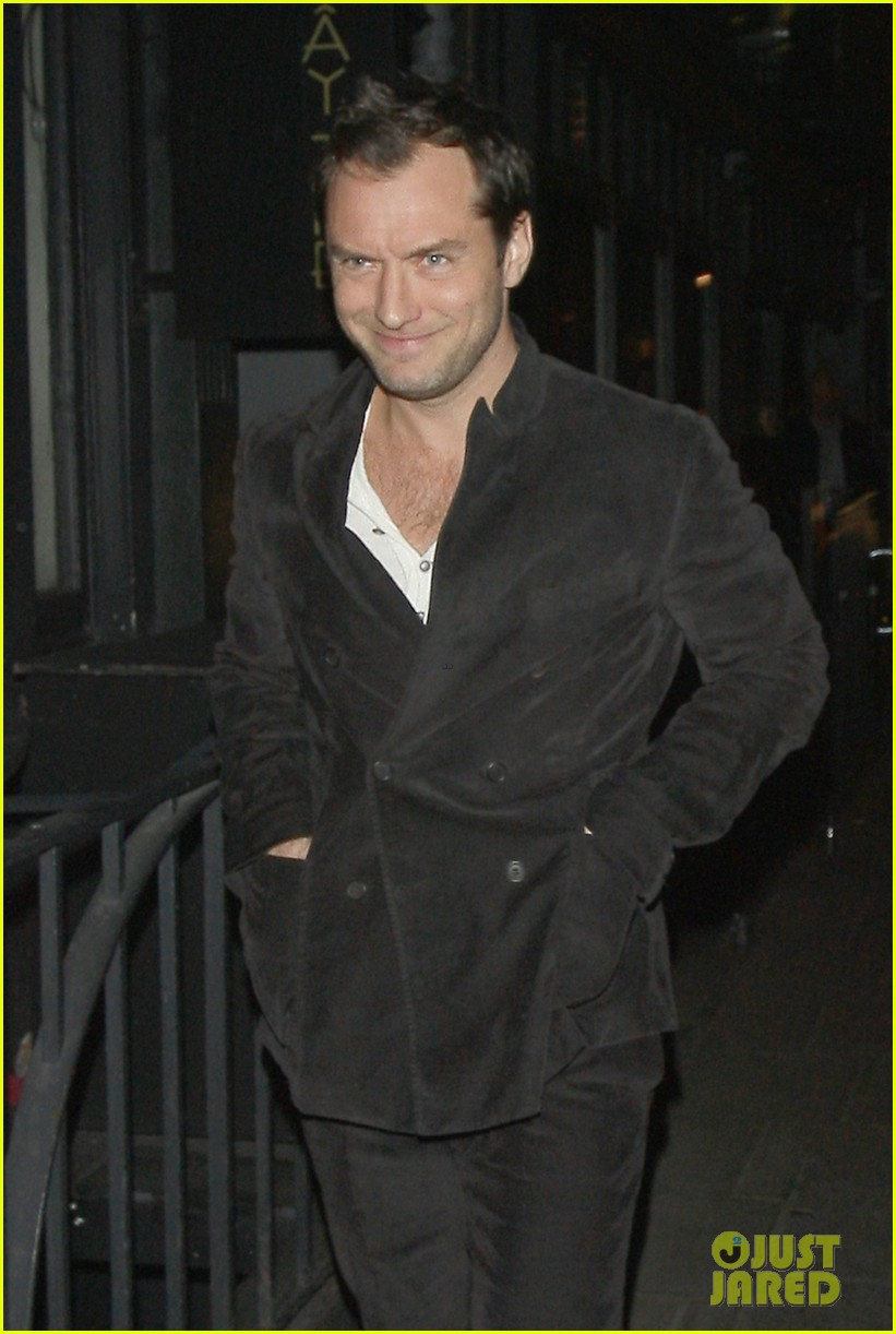 jude law suing fireplace company 032831005