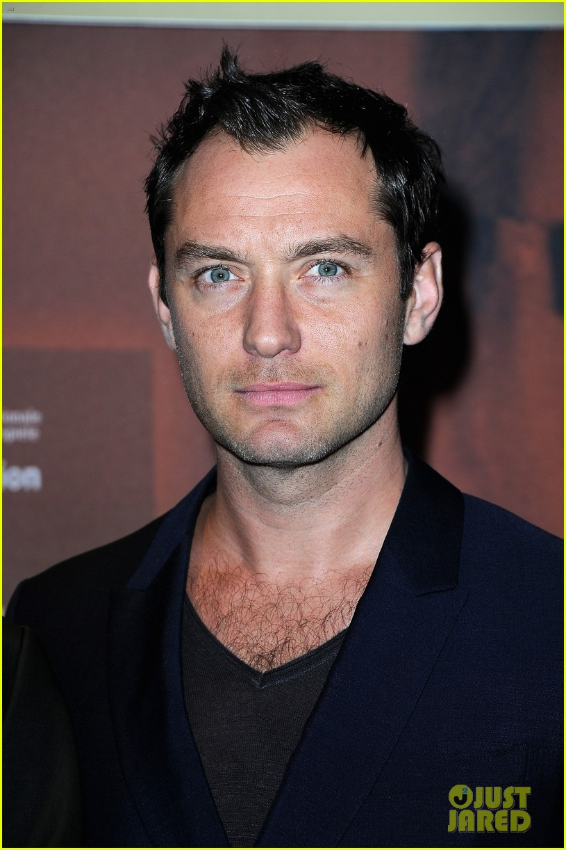 jude law side effects paris premiere 02