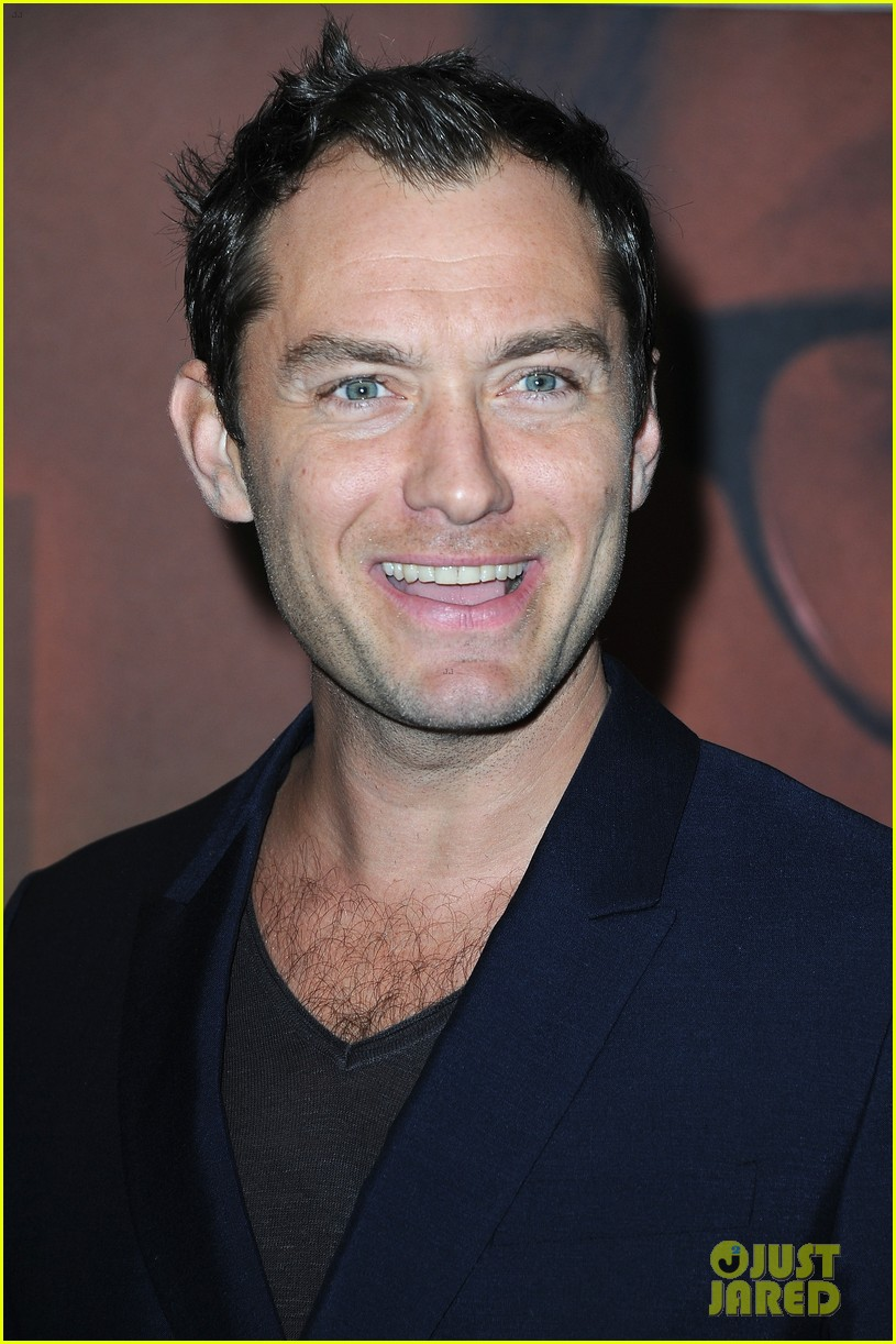 jude law side effects paris premiere 13