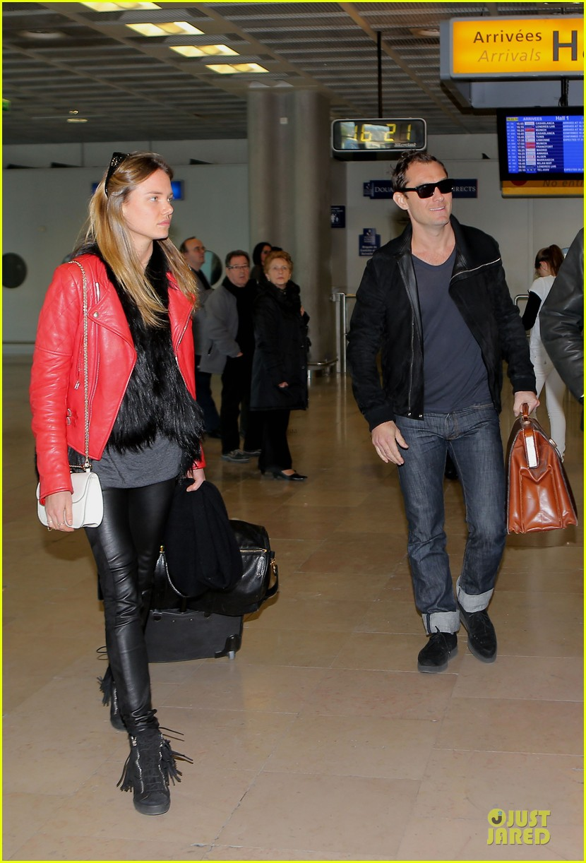 jude law au revoir to france with a mystery woman 072824988
