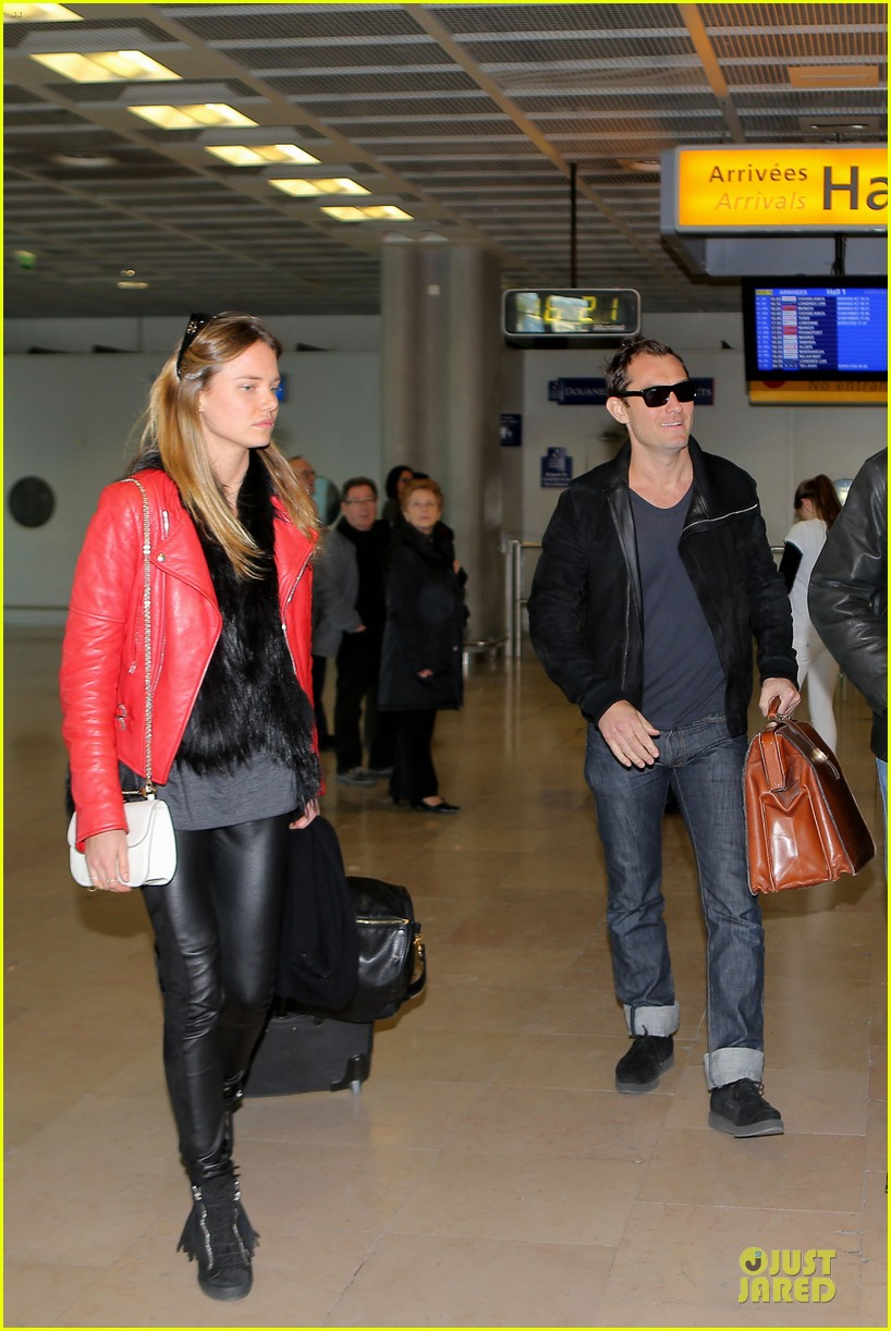 jude law au revoir to france with a mystery woman 082824989