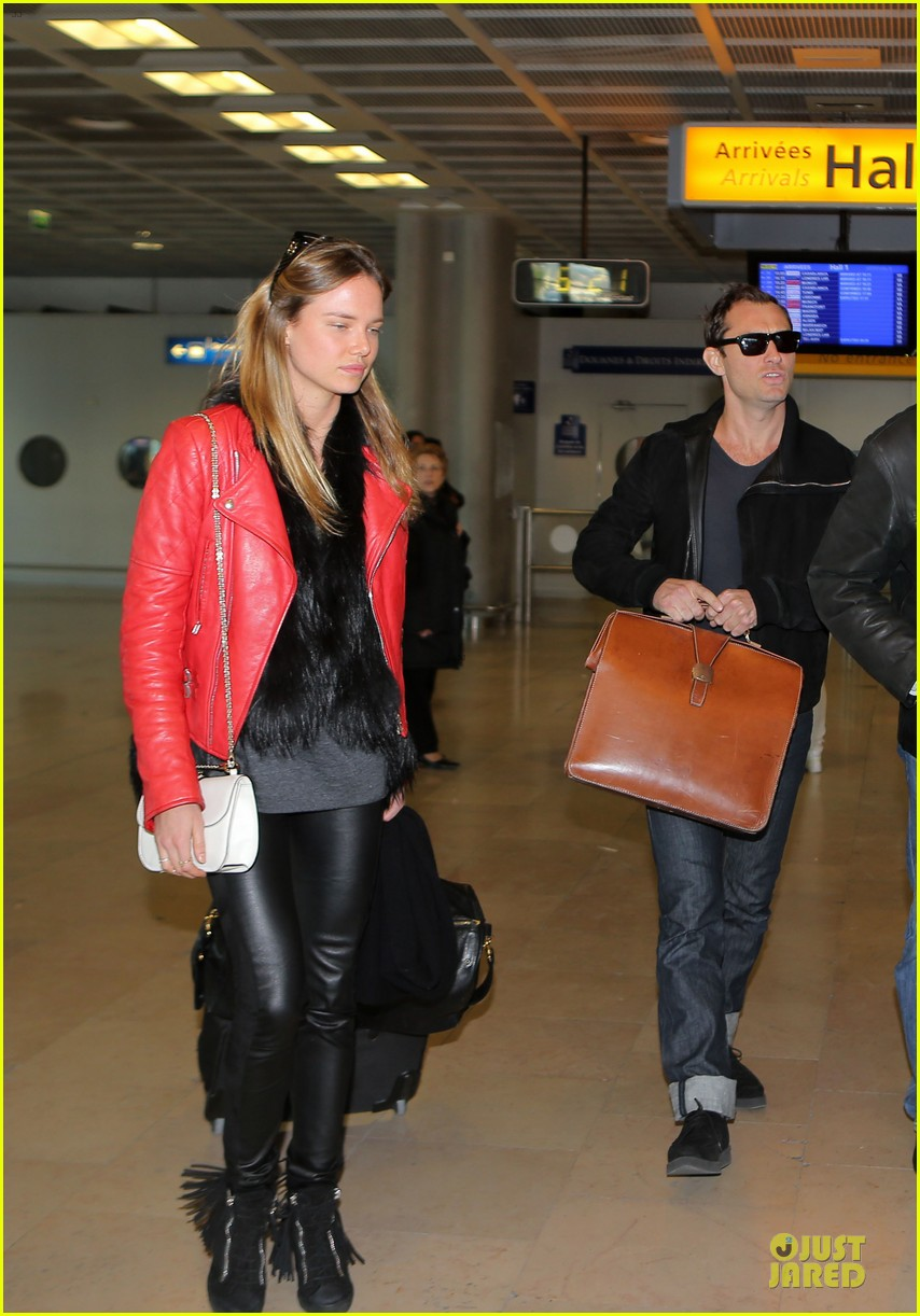 jude law au revoir to france with a mystery woman 092824990