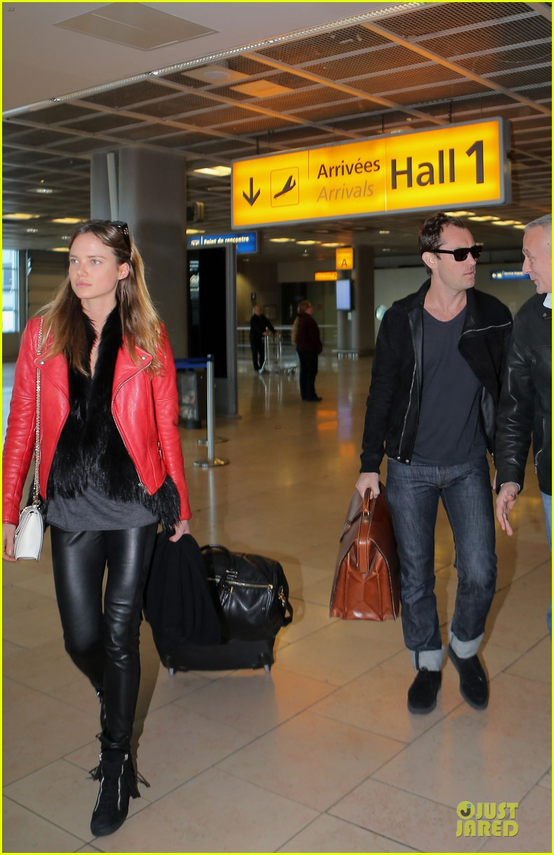 jude law au revoir to france with a mystery woman 122824993