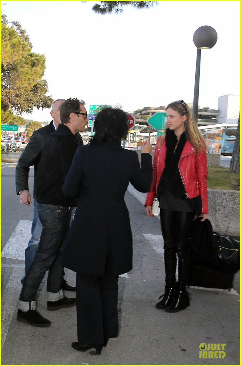 jude law au revoir to france with a mystery woman 152824996