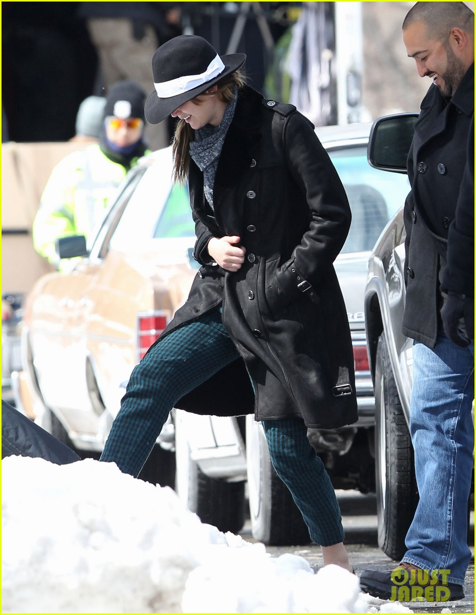 jennifer lawrence braves snow on set 012834546