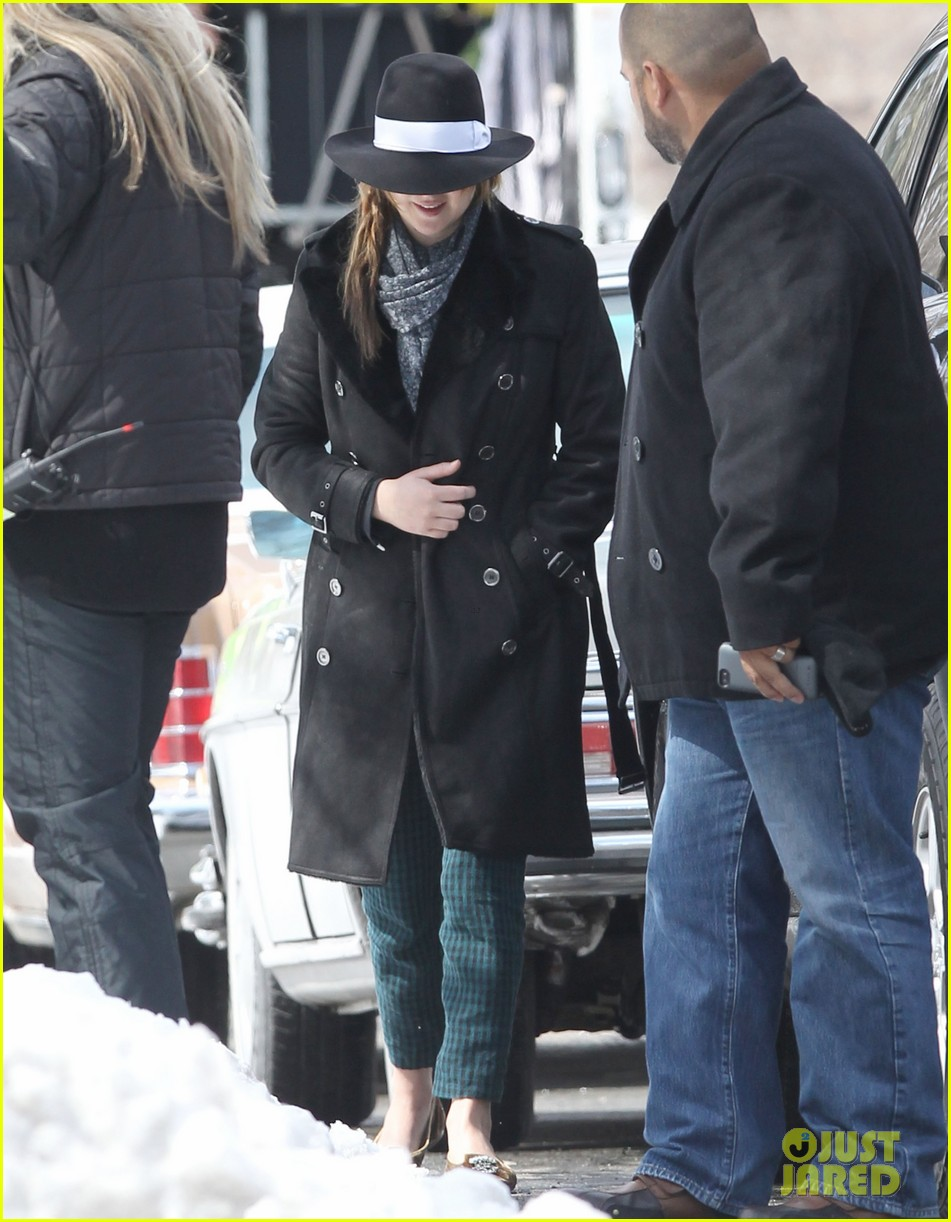 jennifer lawrence braves snow on set 052834550