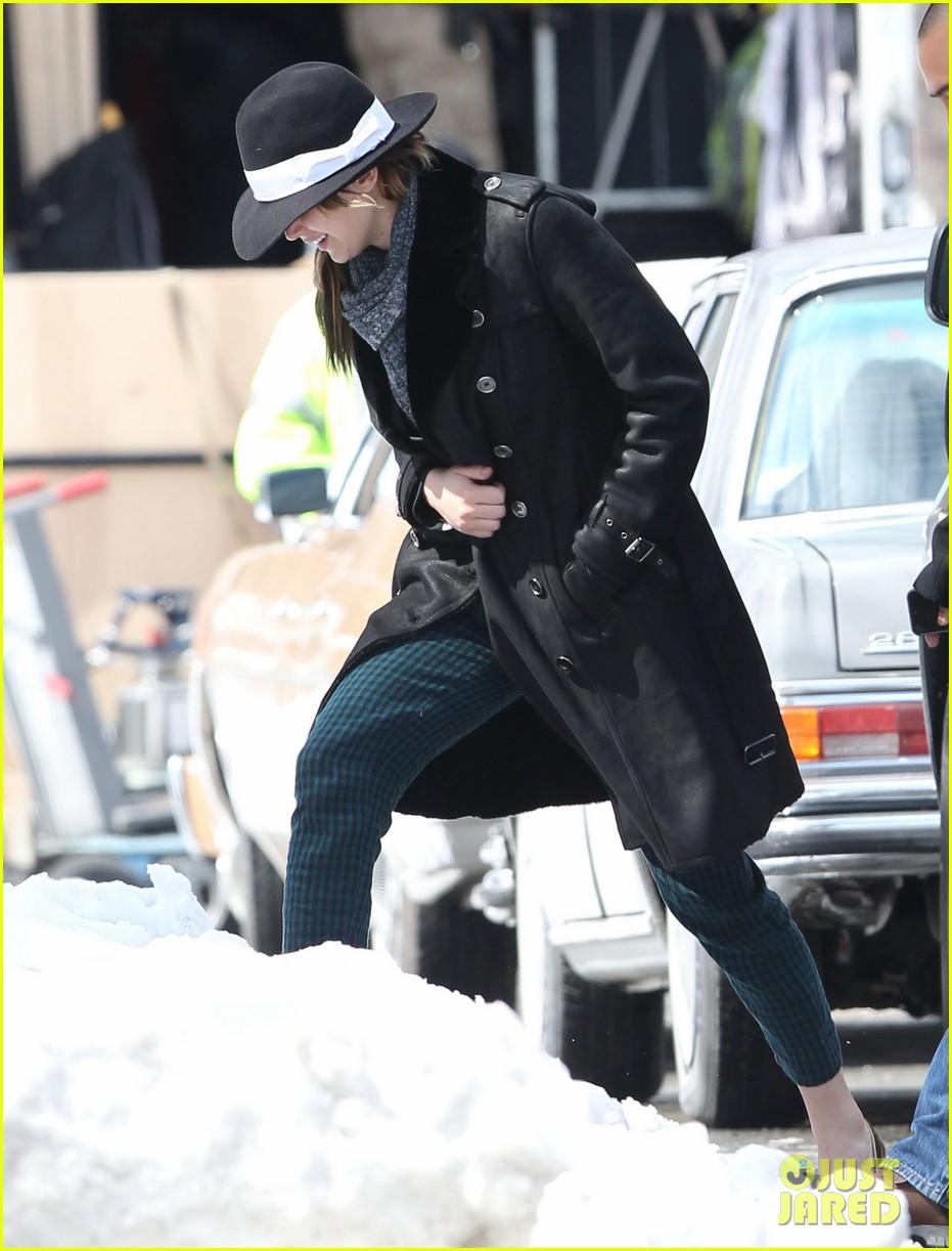 jennifer lawrence braves snow on set 072834552