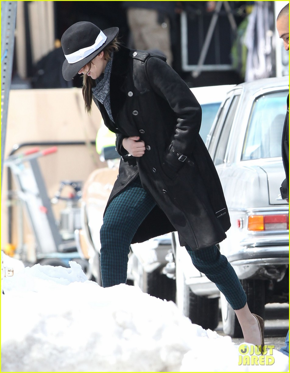 jennifer lawrence braves snow on set 082834553