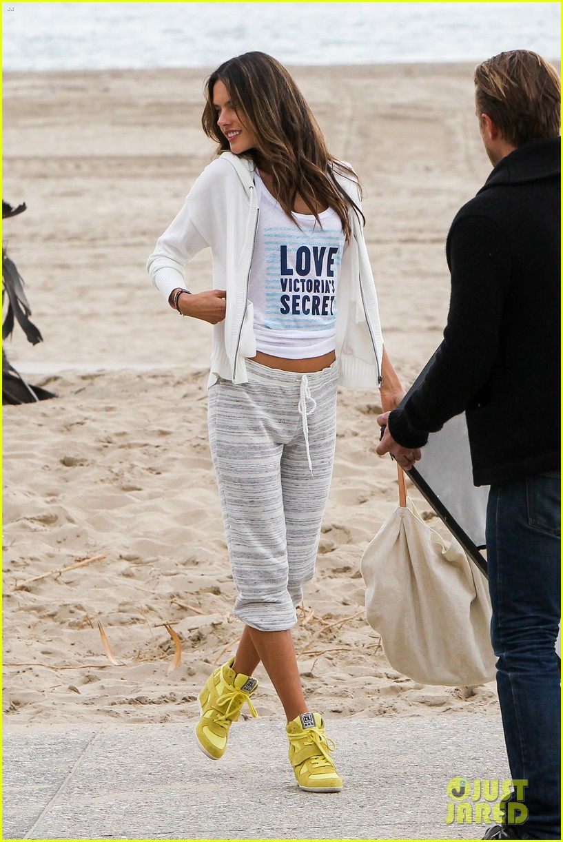 adriana lima alessandra ambrosio vs beach shoot 322827028
