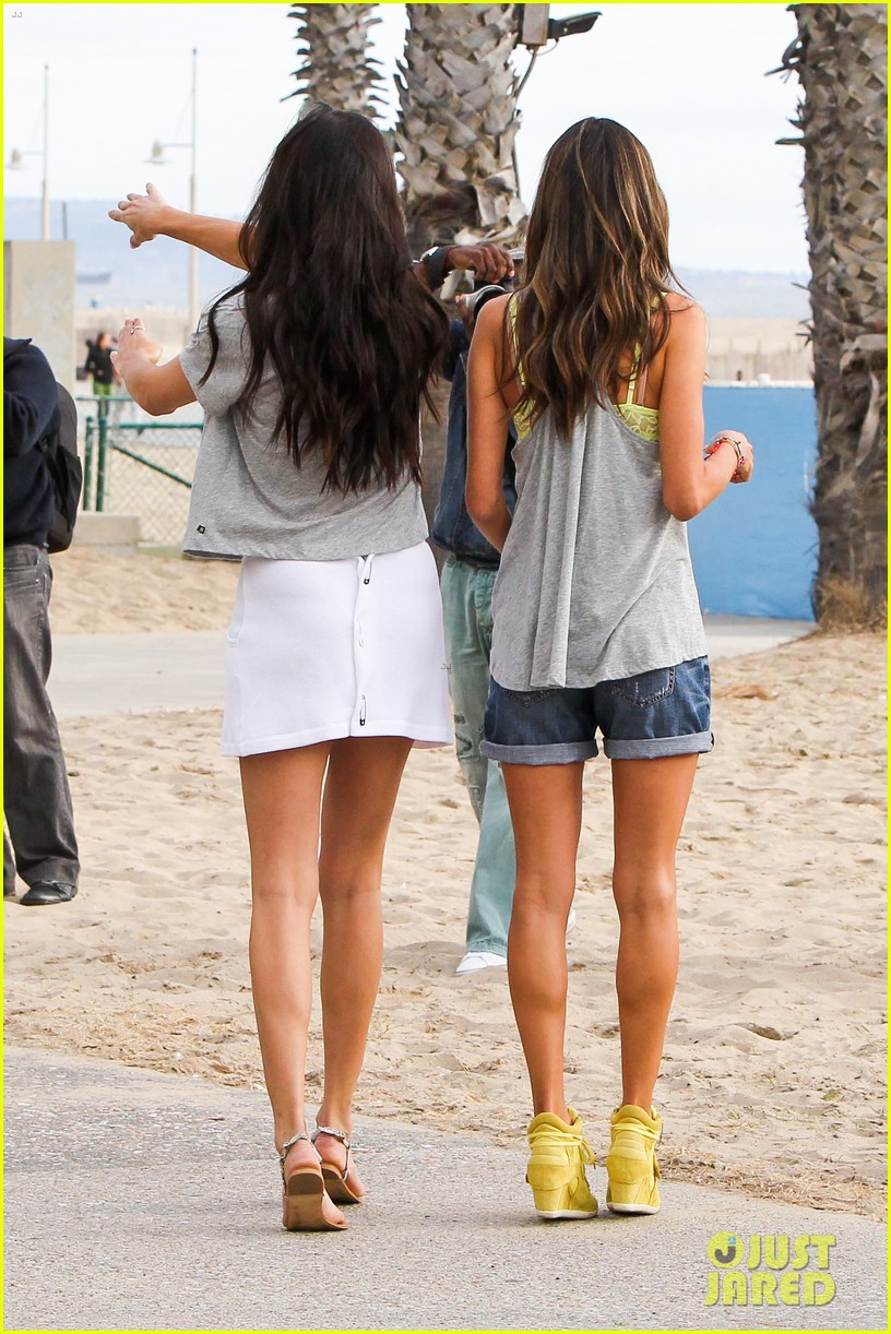 adriana lima alessandra ambrosio vs beach shoot 35