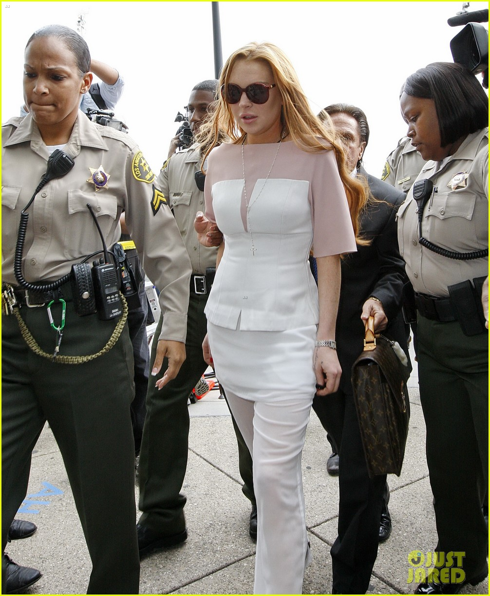 lindsay lohan arrives 48 minutes late for court appearance 032832813
