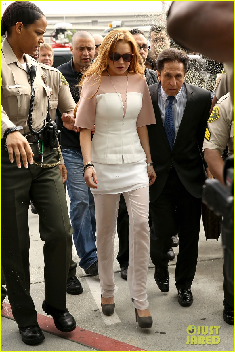lindsay lohan arrives 48 minutes late for court appearance 062832816