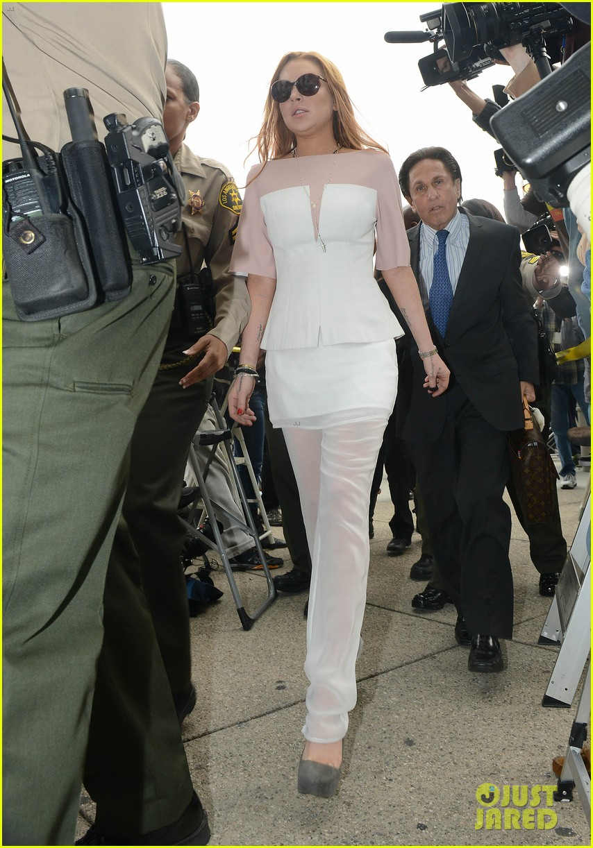 lindsay lohan arrives 48 minutes late for court appearance 082832818