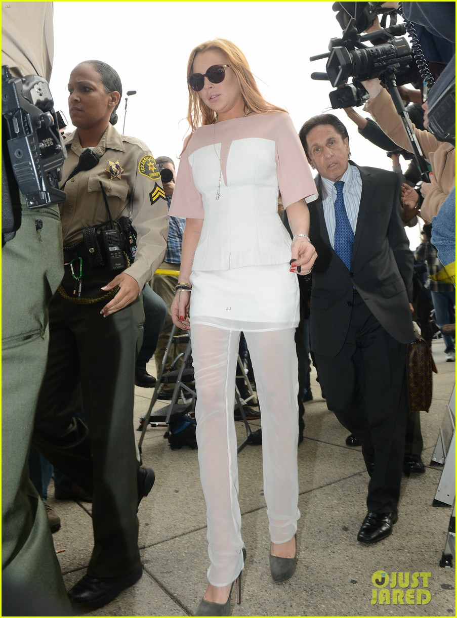lindsay lohan arrives 48 minutes late for court appearance 092832819