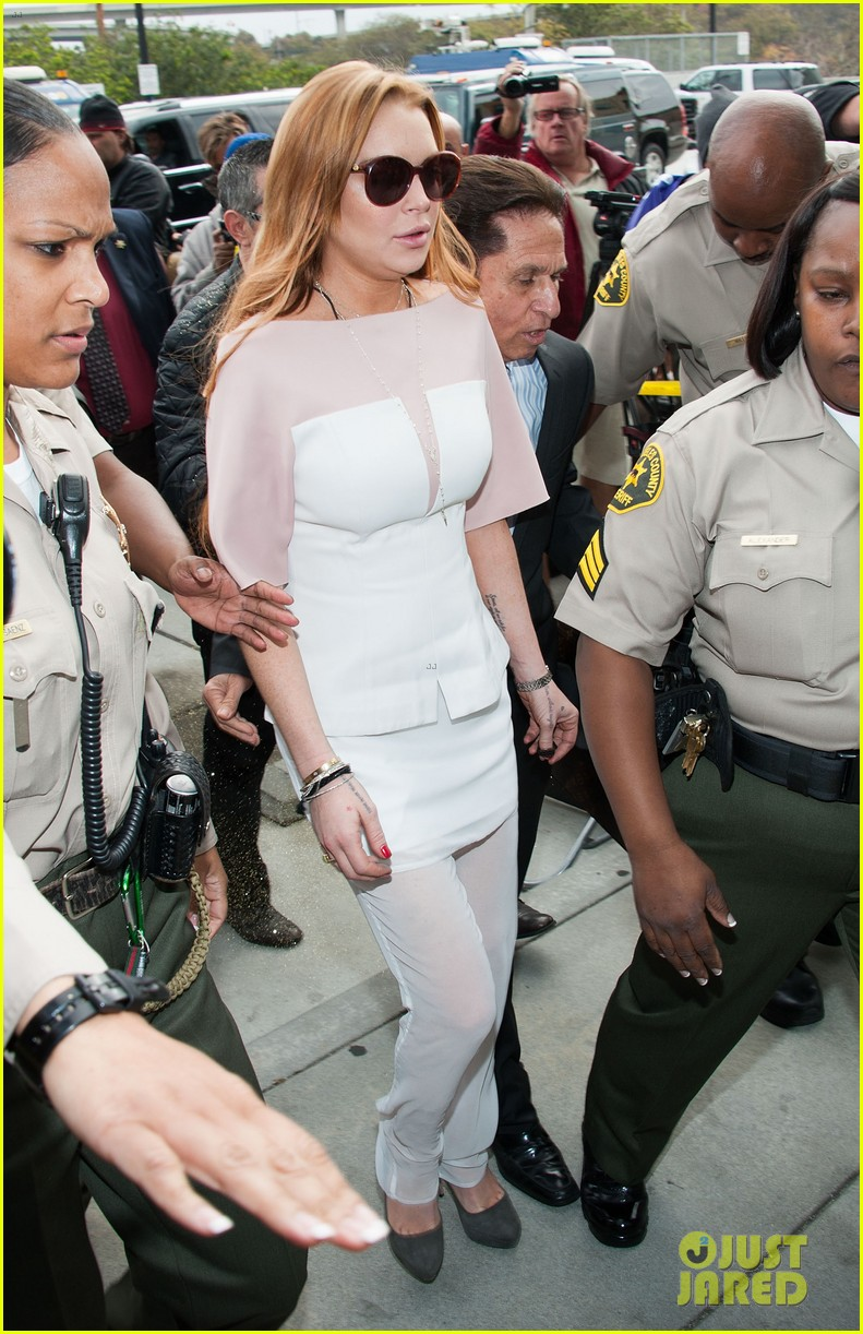 lindsay lohan takes plea deal rehab for 90 days no jail 022832905