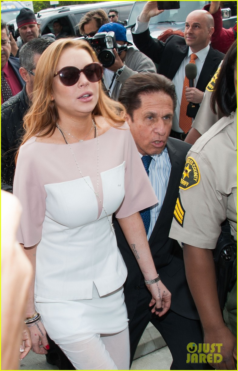 lindsay lohan takes plea deal rehab for 90 days no jail 092832912