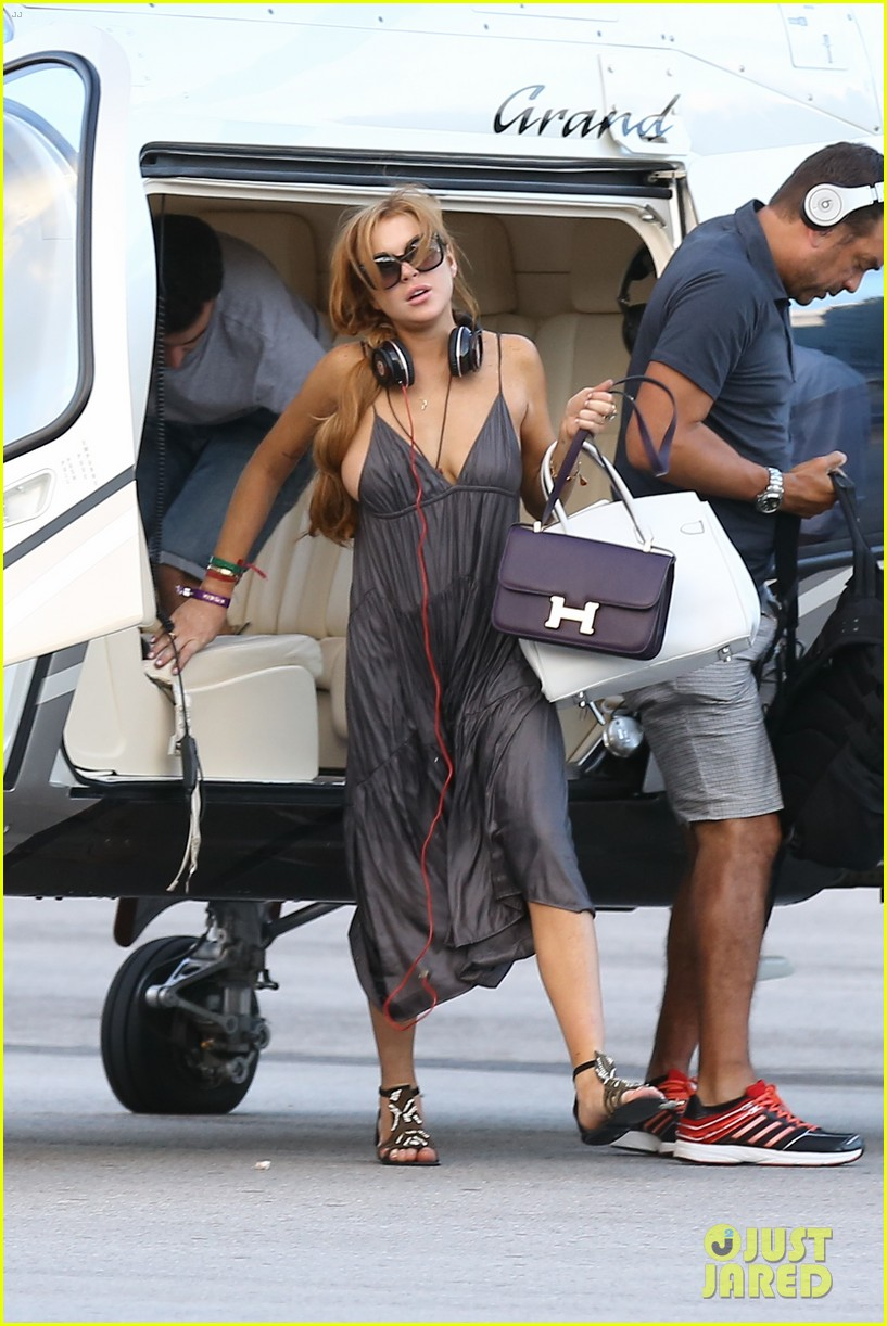lindsay lohan helicopter ride dj night in brazil 022840808