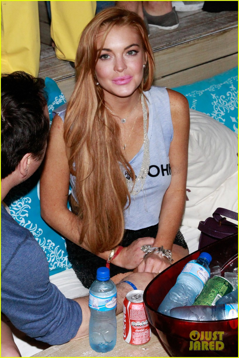 lindsay lohan helicopter ride dj night in brazil 122840818