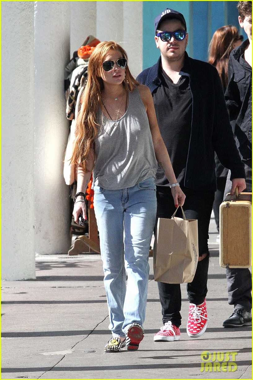 lindsay lohan shopping after court sentencing 03