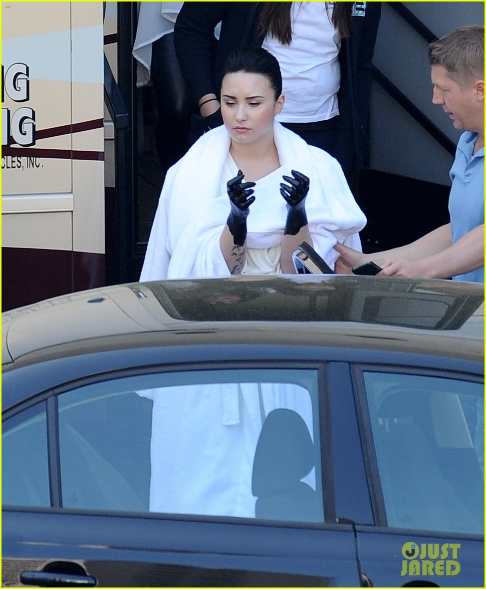 demi lovato black painted hands on heart attack video set 02