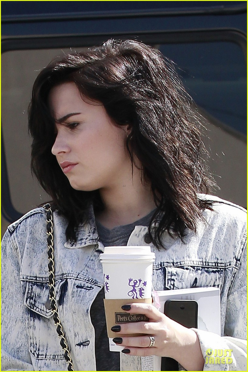 demi lovato short hair raising coffee stop 022831388
