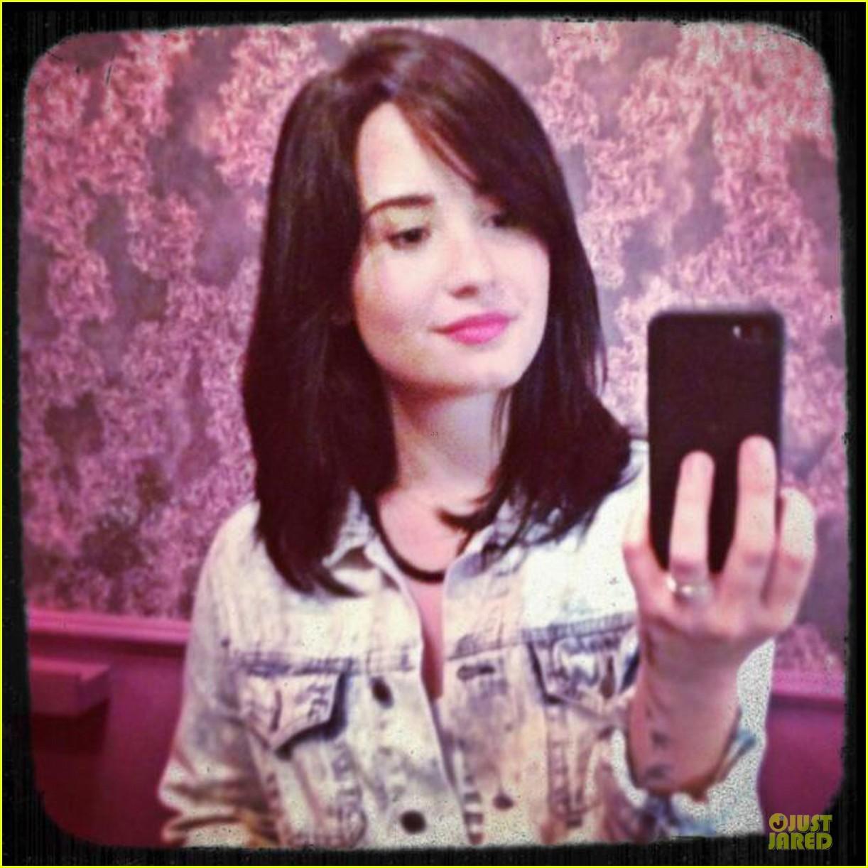 demi lovato short hair raising coffee stop 052831391
