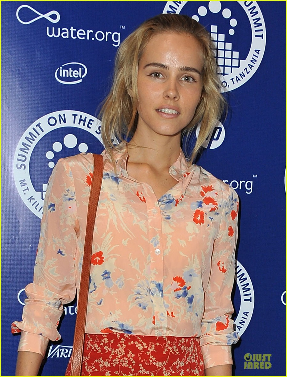 isabel lucas justin chatwin world water day exhibition 022836137