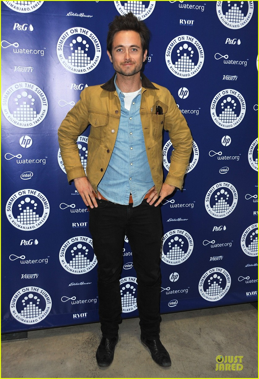 isabel lucas justin chatwin world water day exhibition 032836138