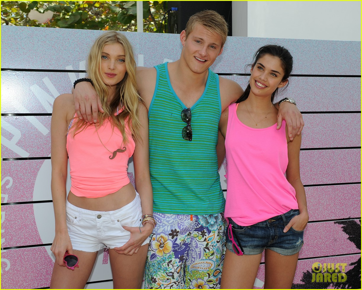 alexander ludwig hosts vs dance party 082830227