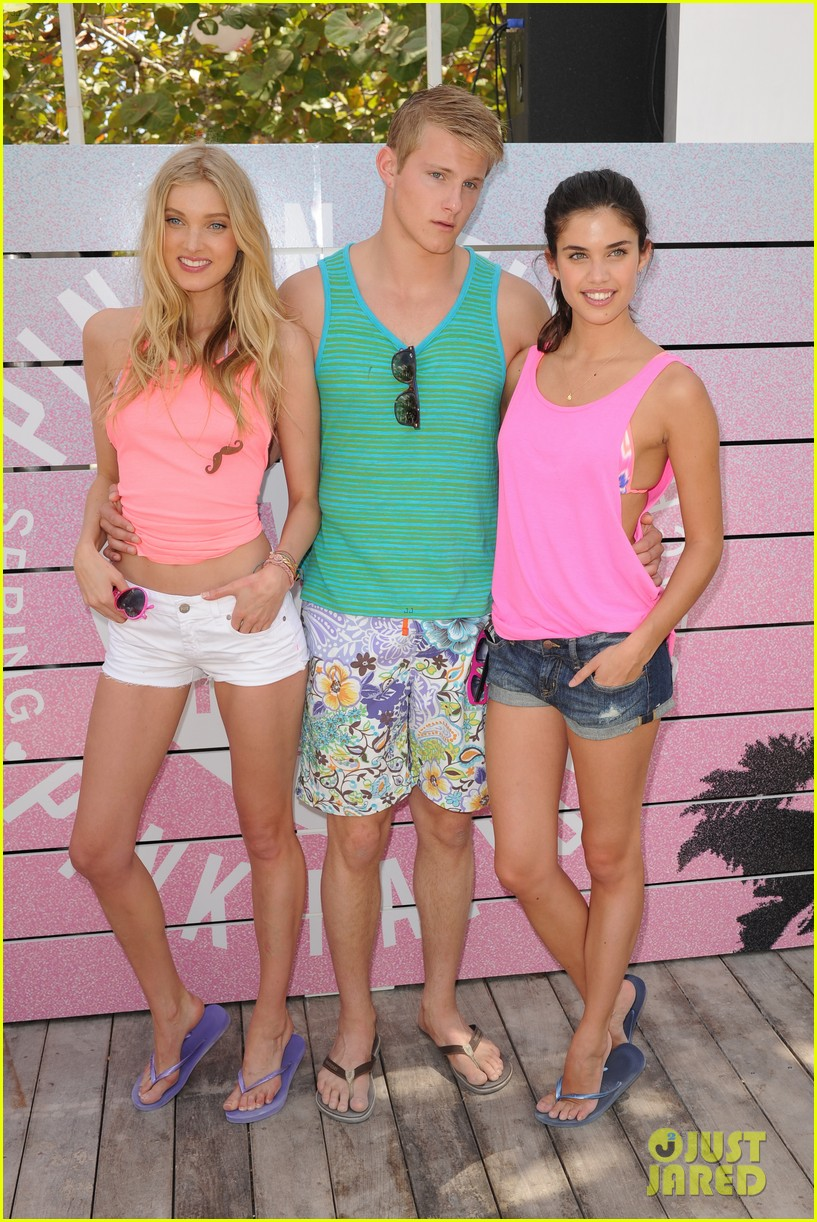 alexander ludwig hosts vs dance party 112830230