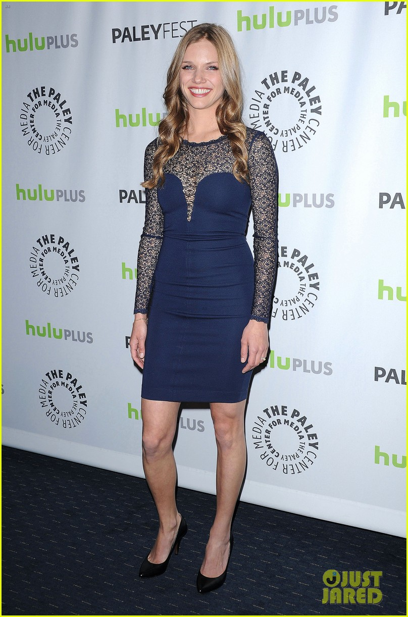 david lyons tracy spiridakos revolution paleyfest panel 012823963