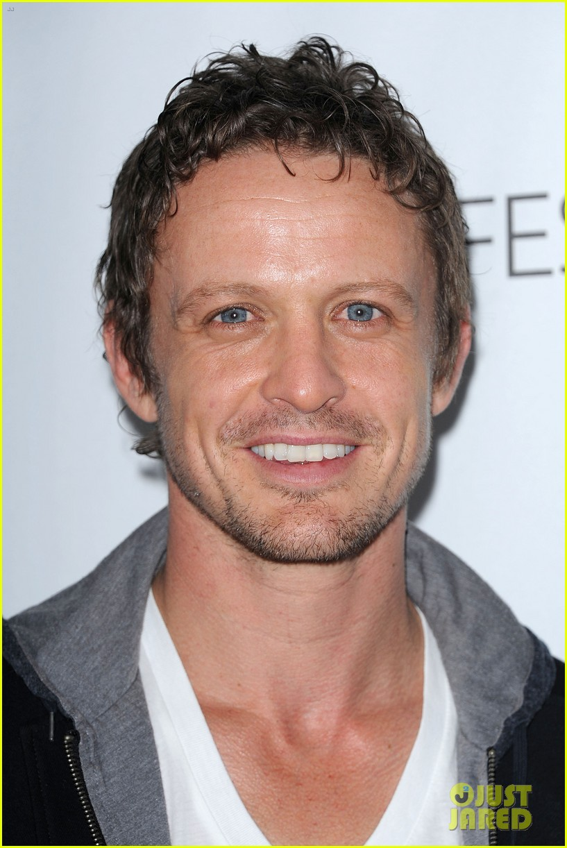 david lyons tracy spiridakos revolution paleyfest panel 202823982