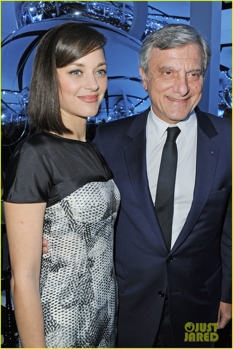 marion cotillard dior paris fashion show 042823138