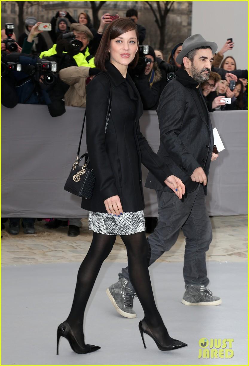 marion cotillard dior paris fashion show 102823144