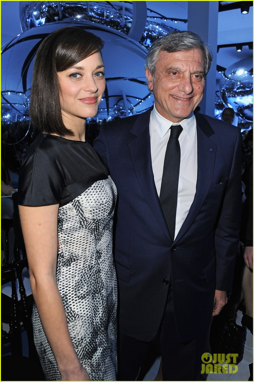 marion cotillard dior paris fashion show 122823146