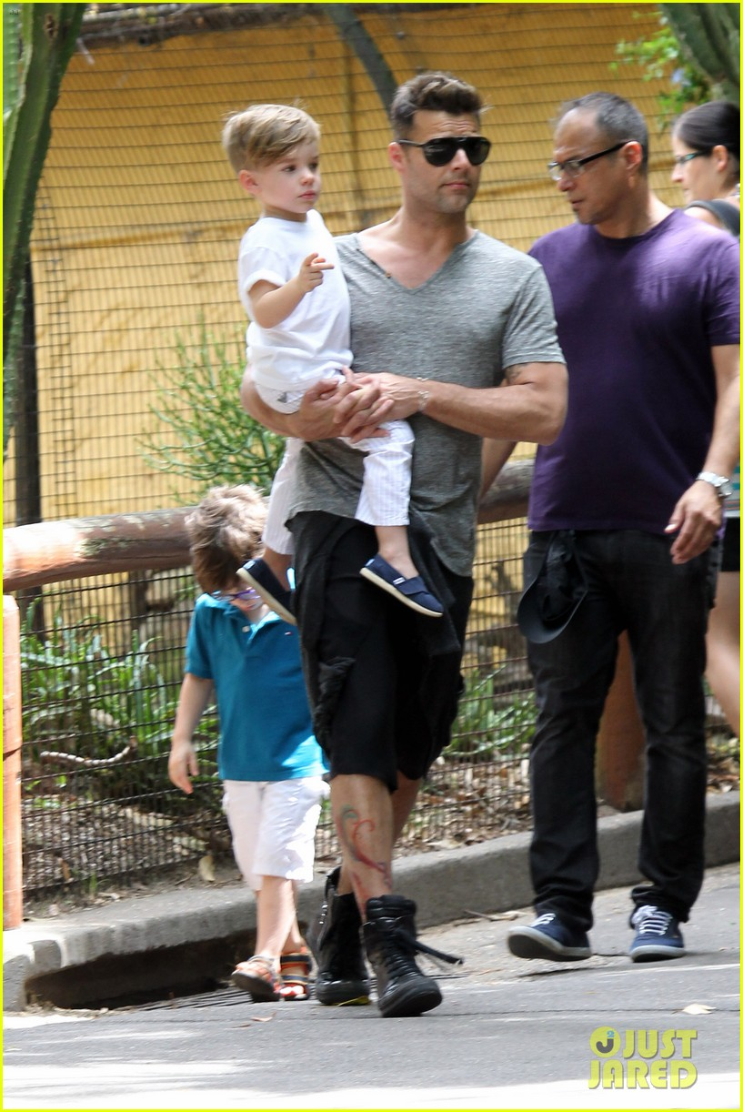 ricky martin taronga zoo with matteo and valentino 03