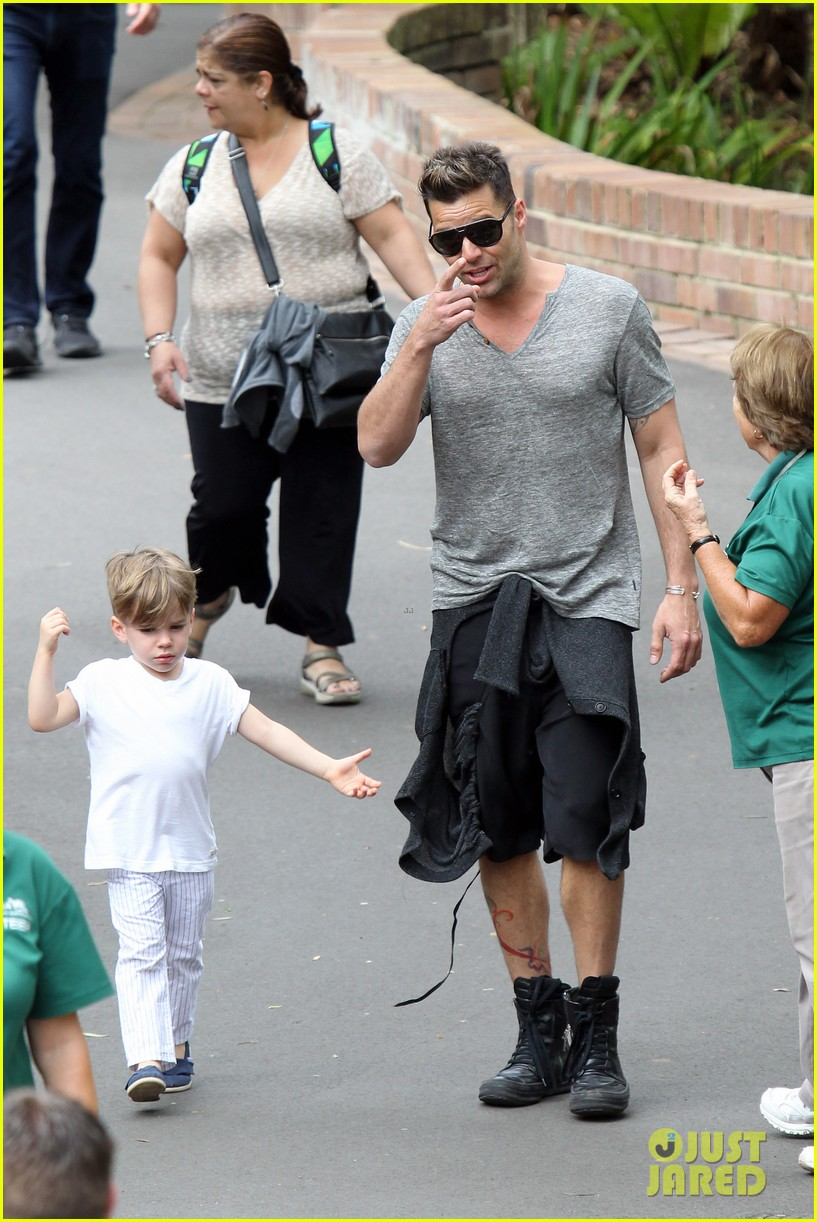 ricky martin taronga zoo with matteo and valentino 08