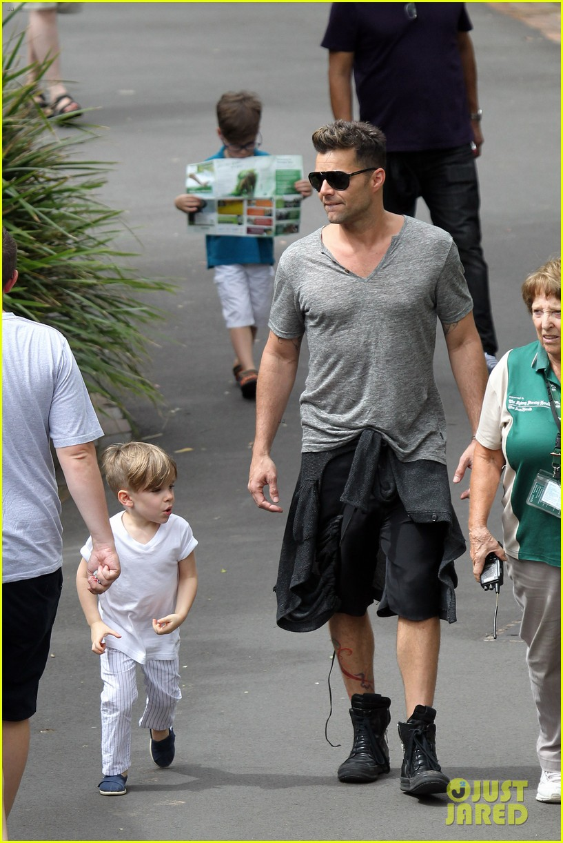 ricky martin taronga zoo with matteo and valentino 092826326