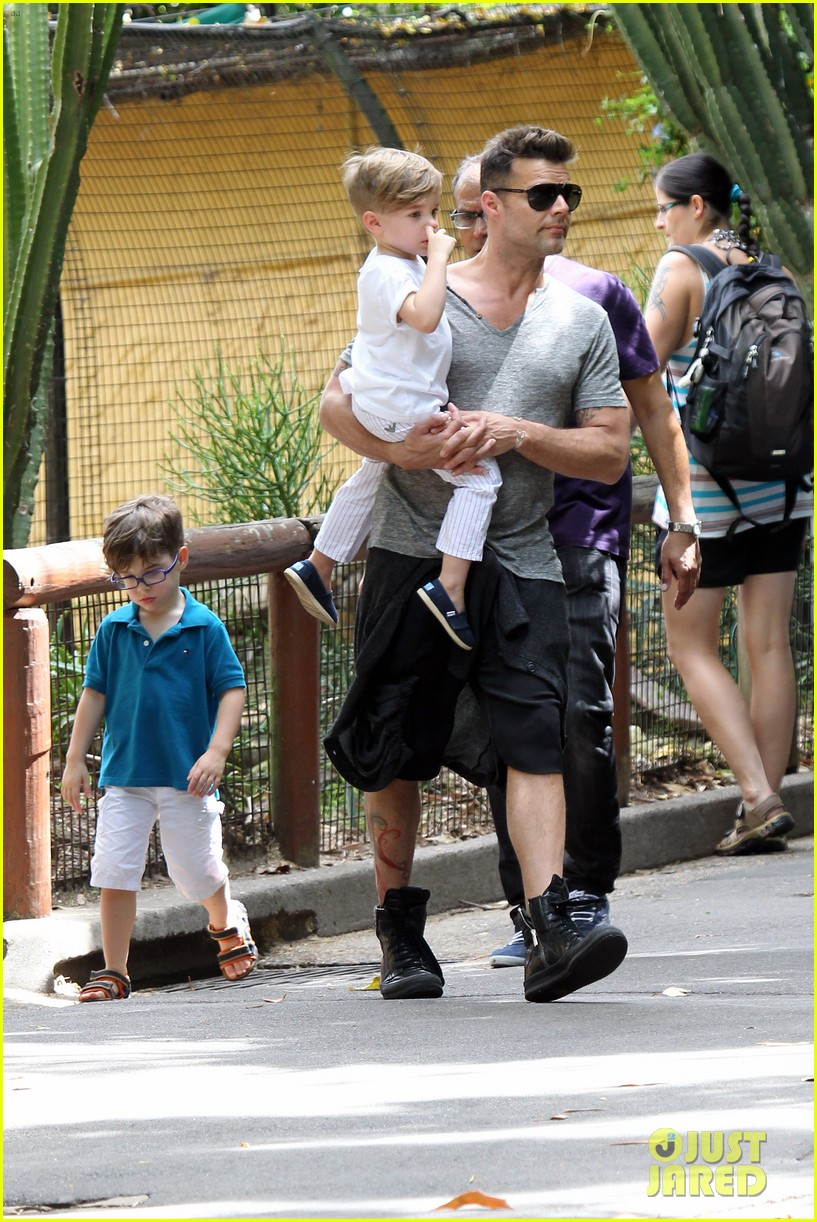 ricky martin taronga zoo with matteo and valentino 162826333
