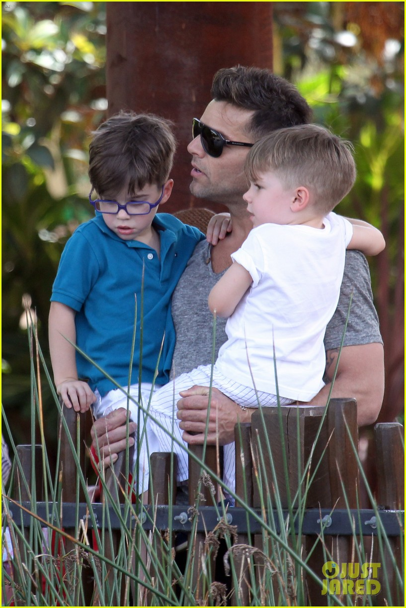 ricky martin taronga zoo with matteo and valentino 222826339