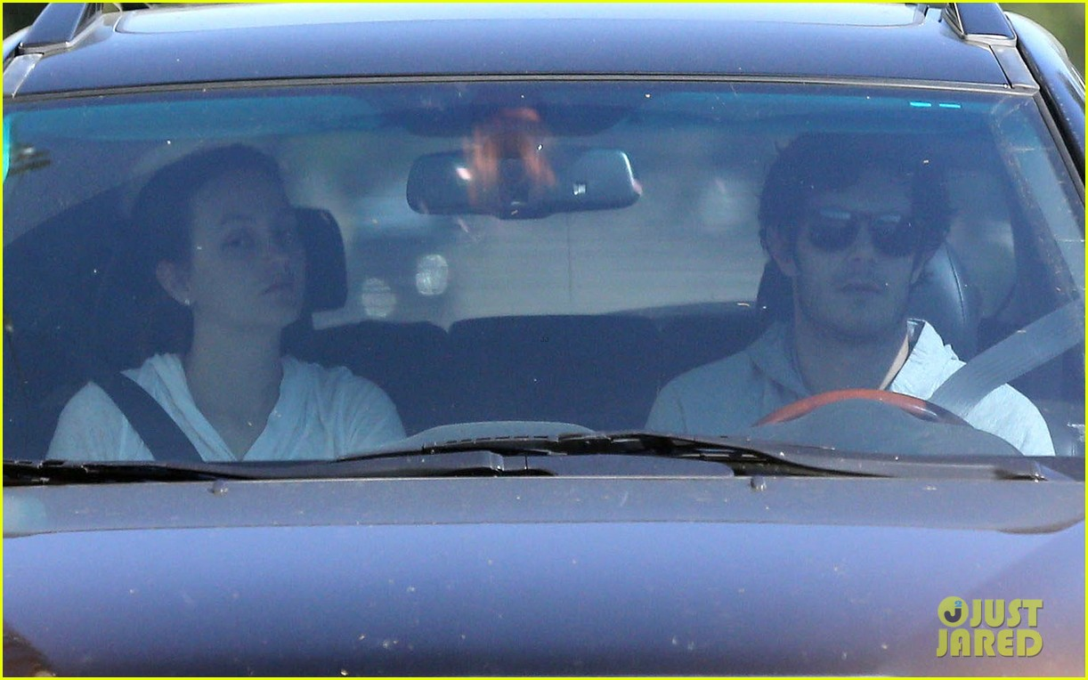 leighton meester adam brody early morning drive 06