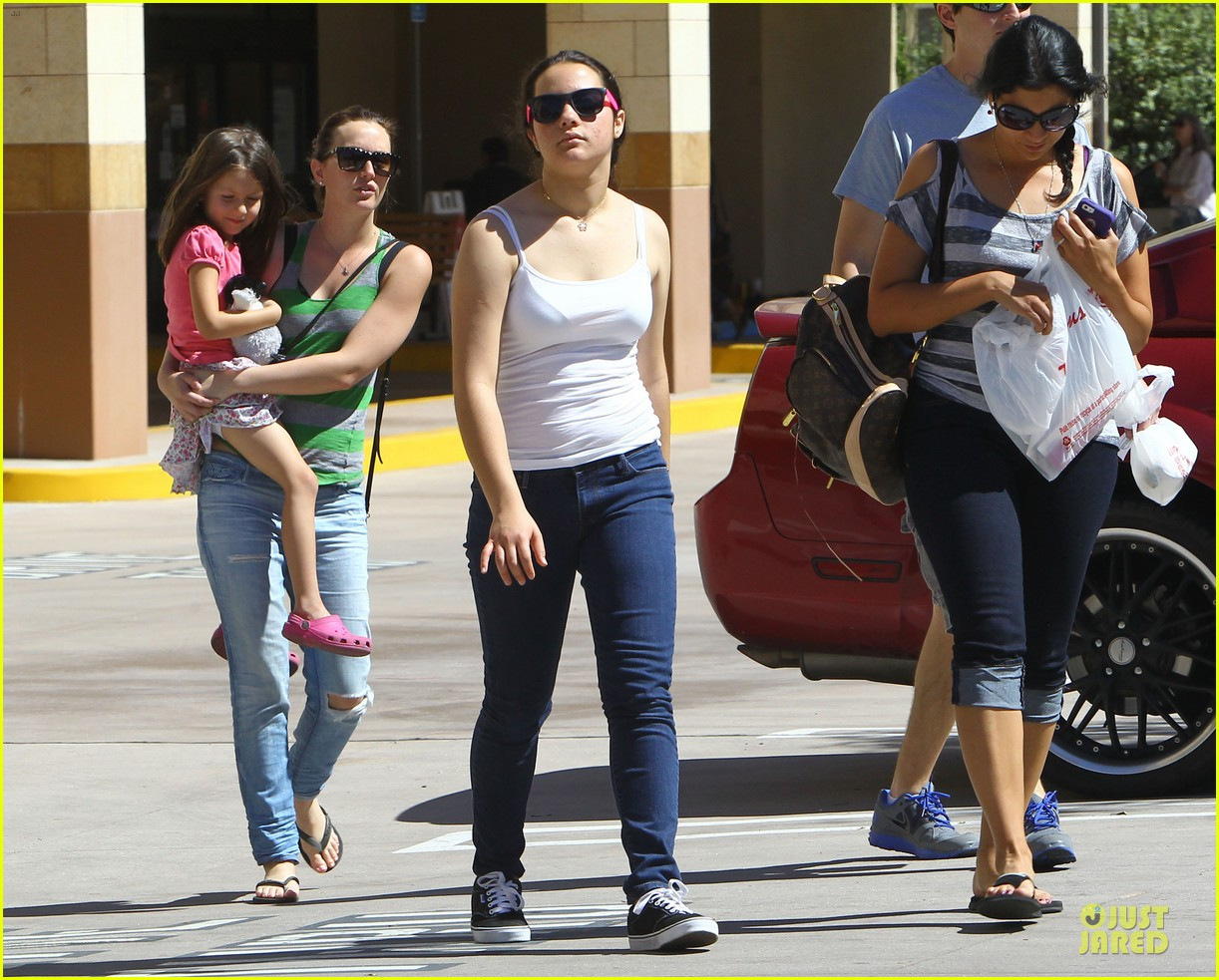 leighton meester adam brody separate lunch outings 192830581