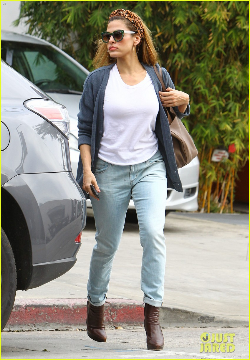 eva mendes afternoon with hugo 052827077