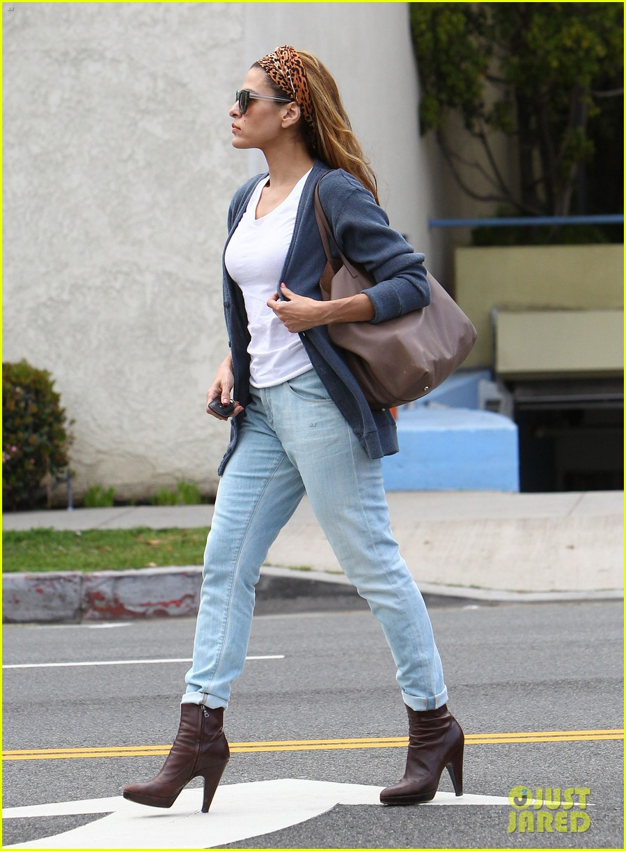 eva mendes afternoon with hugo 222827094