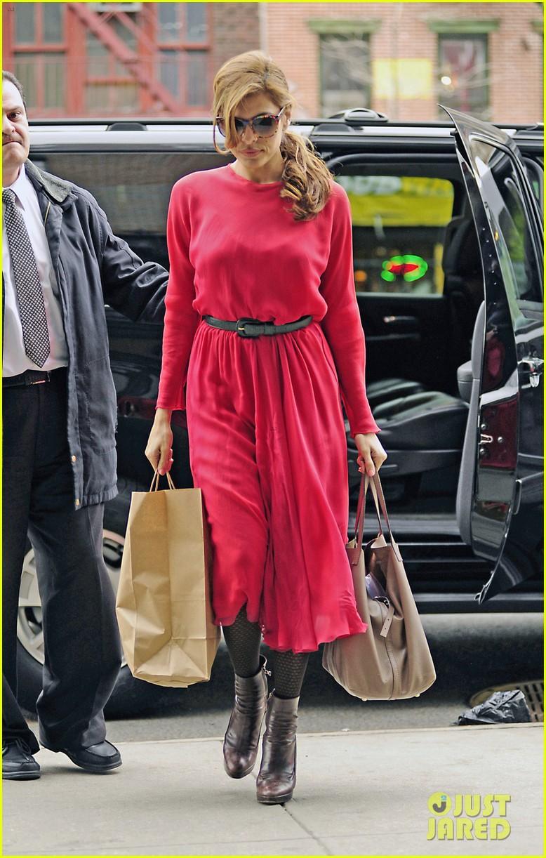 eva mendes lady in pink 042829282