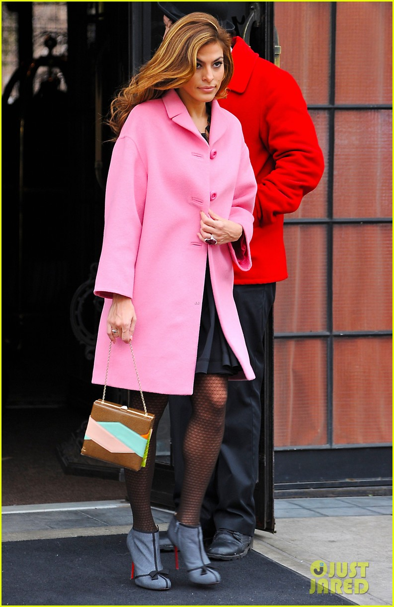 eva mendes lady in pink 08