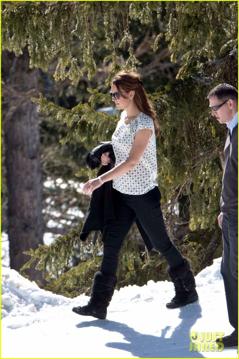 kate middleton pregnant baby bump in the swiss alps 01