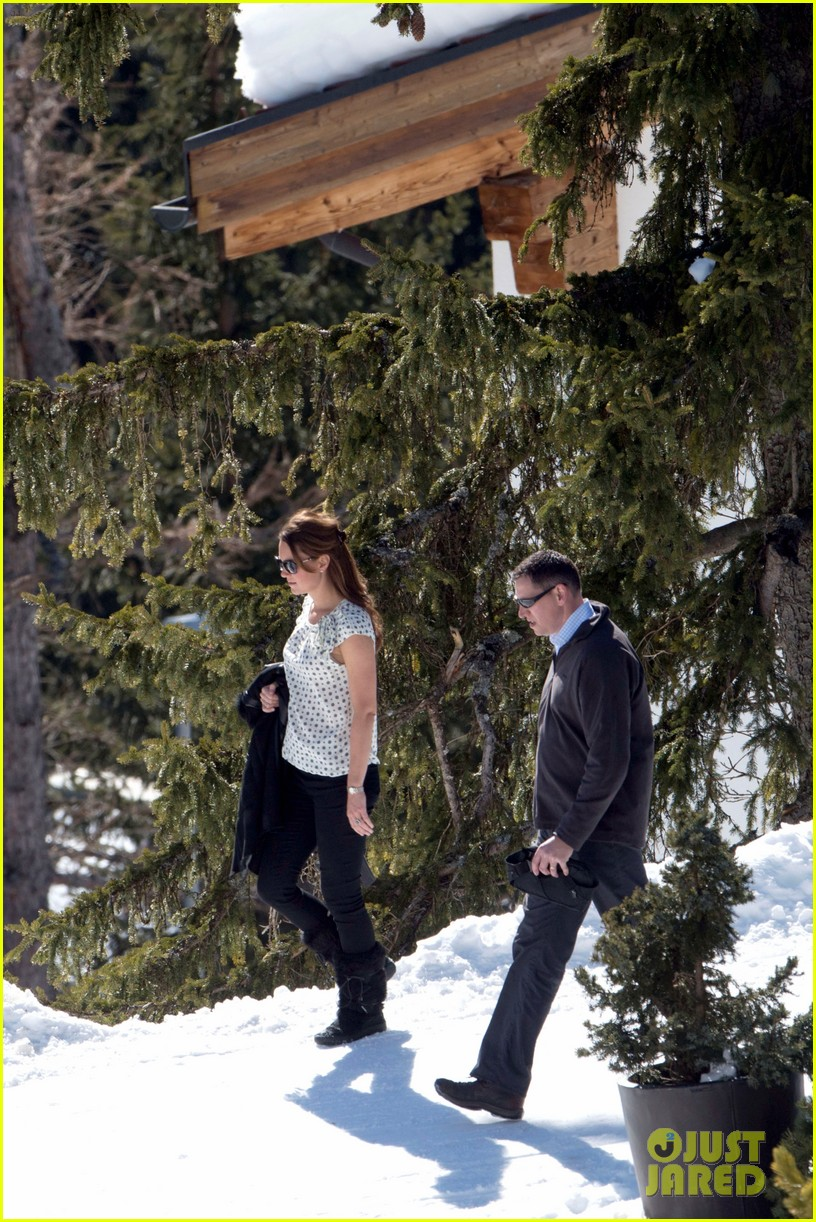 kate middleton pregnant baby bump in the swiss alps 03